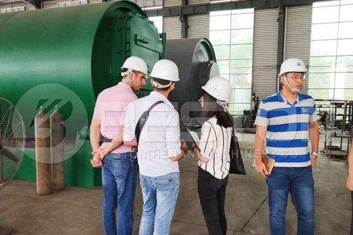 Discussion with Customers in Manufacturing Plant