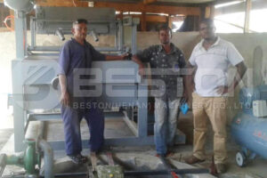Maskine til fremstilling af lille ægbakke installeret i Tanzania